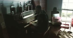 Nach herzzerreissendem Video: Vanessa Carlton schenkt Flutopfer Klavier