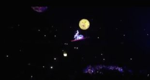 Bühnentechnik versagt: Katy Perry hängt im Sonnensystem fest