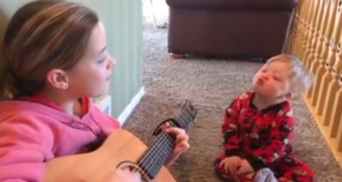 Schwester singt für ihren behinderten Bruder