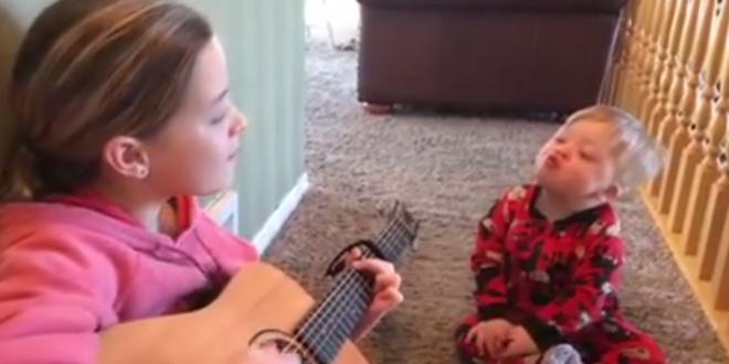 Schwester singt für ihren behinderten Bruder - Webvideos