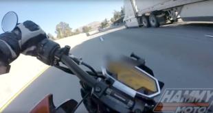 Das ist Glück: YouTuber schlittert mit Motorrad unter fahrendem Lkw durch